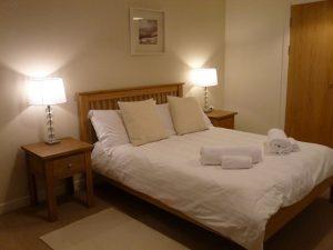 Cottage 10 Dalwhinnie master bedroom