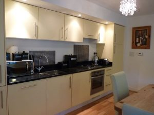 Cottage 10 Dalwhinnie, open plan kitchen