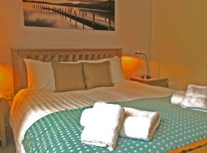 Club Cottage. Master bedroom.