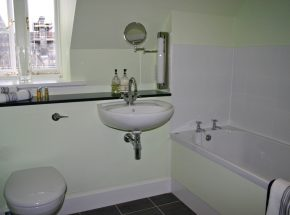 The Ross, Moat House 5, family bathroom