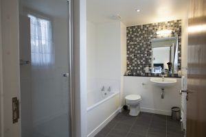 Loch Ness holiday home en suite with shower and bath