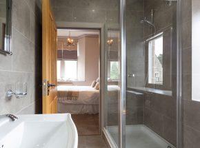 Struan, separate shower and bath