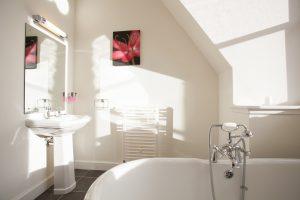 En suite bath room faces the south side of Loch Ness