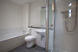 Glenview en suite bathroom