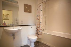 Club Cottage family bathroom