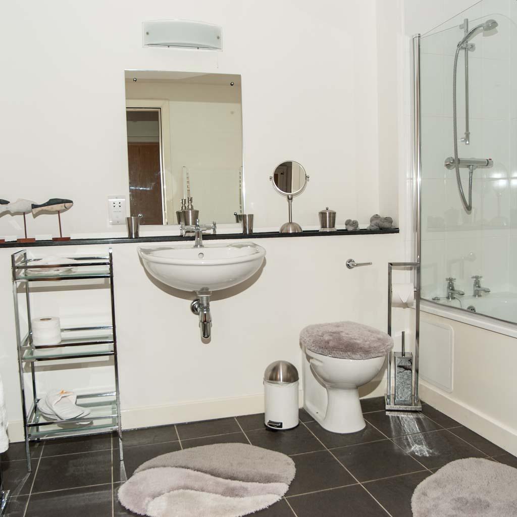 Scriptorium Retreat Bathroom