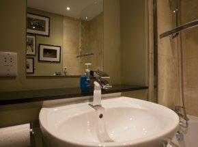 Livingstone family bathroom