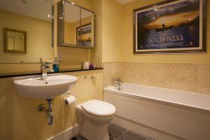 Livingstone en suite bathroom
