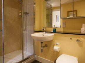 Livingstone en suite bathroom - seperate shower and bath