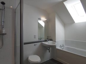 There is a skylight in the en suite so you can look at the stars while you relax in a well earned hot bath