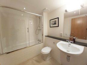 Family bathroom Canon Point, shower over bath
